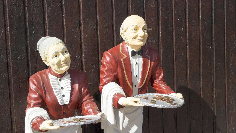 Dos camareros de pegas avanzada ededad